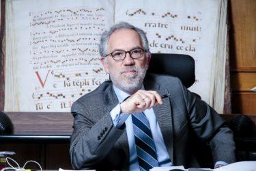 Antonio Viejo, 56 años, es juez decano de los Juzgados de Madrid; en la foto aparece en su despacho de Plaza de Castilla.