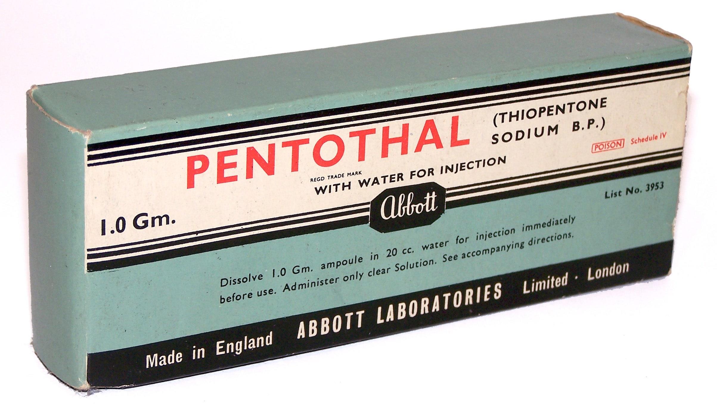 """El Pentothal, el llamado """"suero de la verdad"""", en un empaquetado antiguo."""