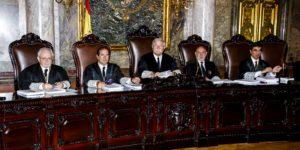 Los magistrados Luciano Varela, Andrés Martínez Arrieta, Joaquín Giménez, José Manuel Maza y Antonio del Moral. El presidente, Giménez, administra la policía de estrados.