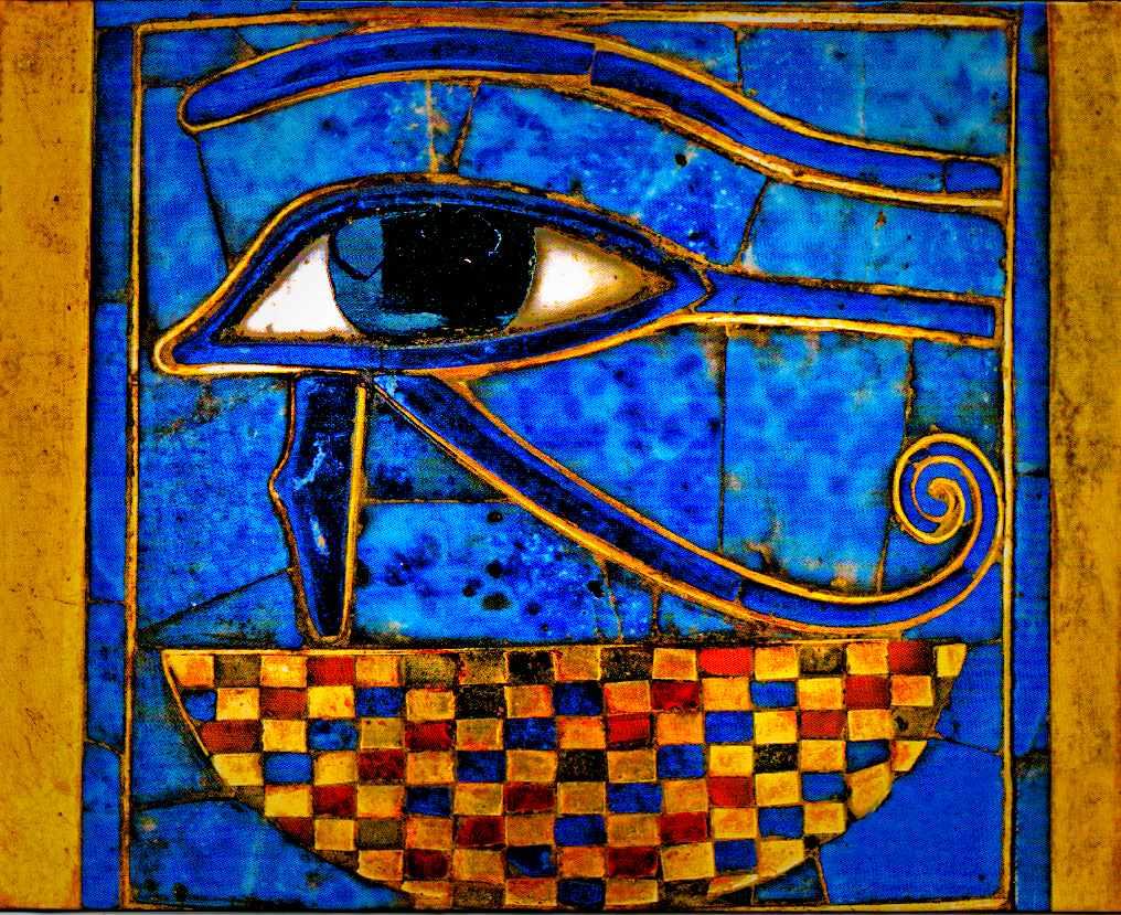 Sobre estas líneas, el ojo de Horus, el primero que inició la simbología; procede de Egipto.