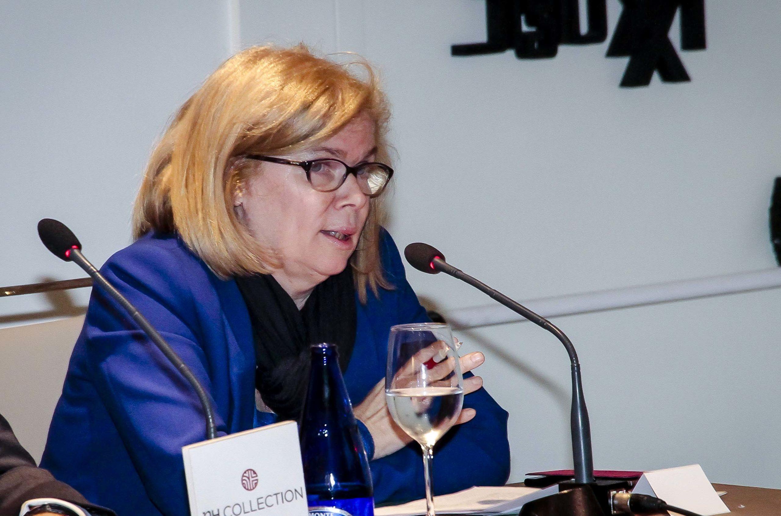Elisa de la Nuez, secretaria general de la Fundación ¿Hay Derecho?, durante su intervención, que versó sobre la corrupción y su percepción en España. Confilegal.