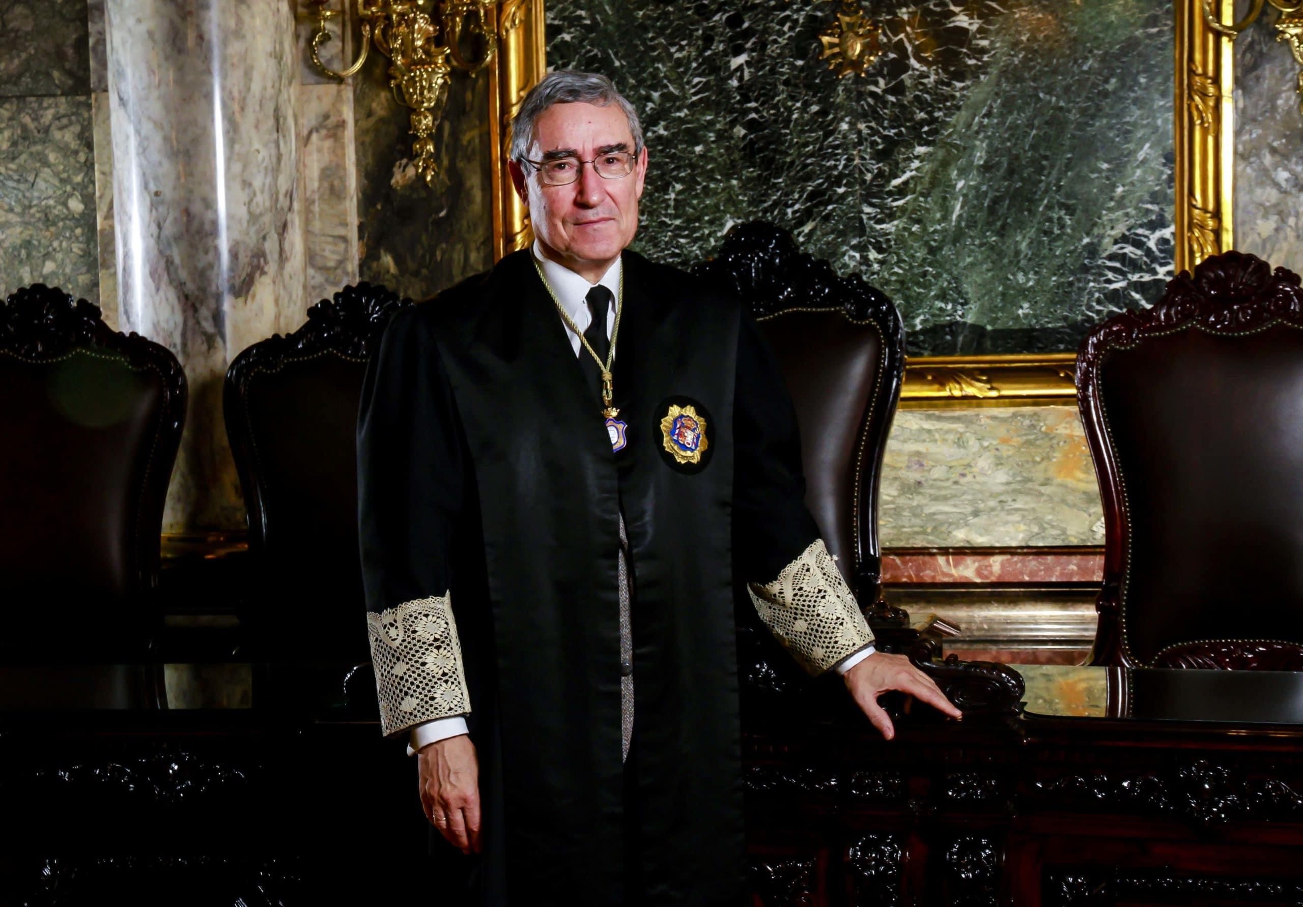 El magistrado ponente, José Antonio Seijas Quintana, es uno de los jueces más experimentados de esta Sala, en la que lleva sirviendo desde 2005; tiene 42 años de experiencia como juez. Confilegal.
