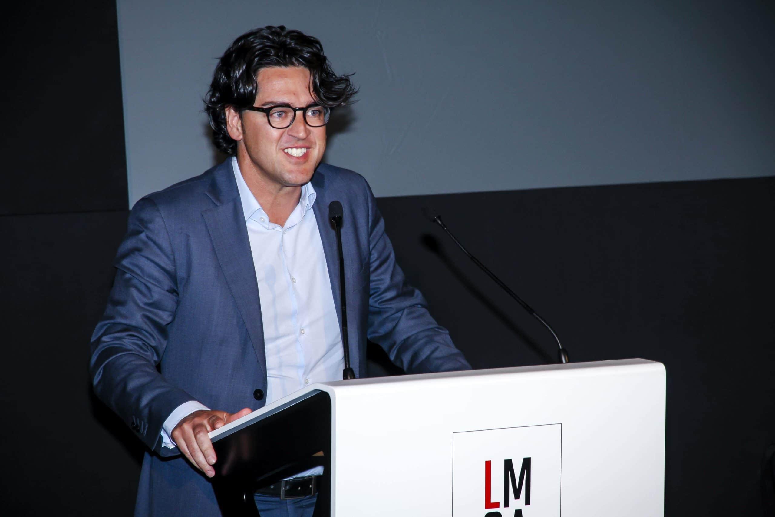 Álvaro Écija, socio director de Ecix Group, fue galardonado con el Legal Marcom a la mejor comunicación digital en Banda 2. Confilegal.