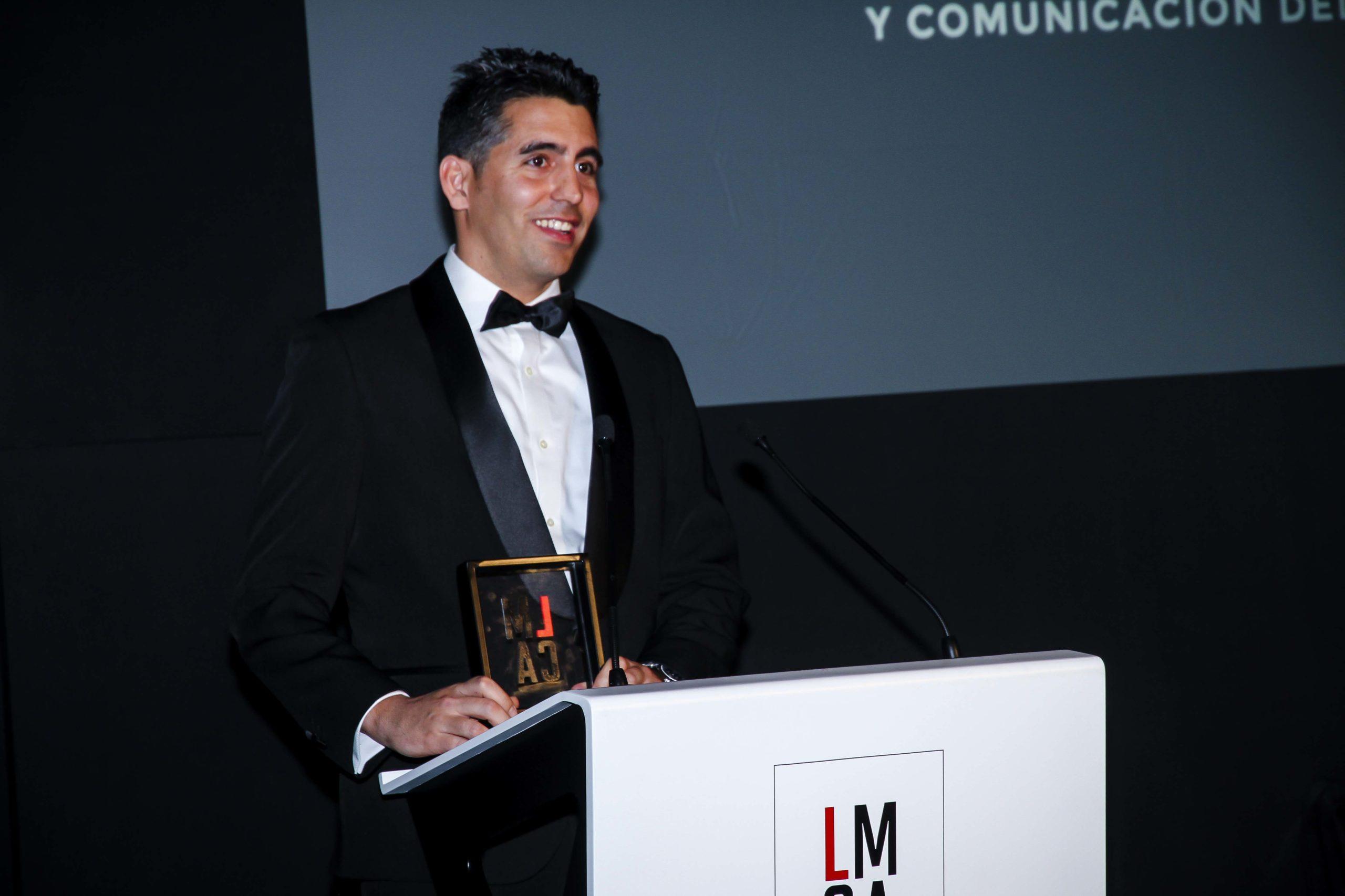 Jorge Graupera, socio director del despacho barcelonés Legalcity subió dos veces para recoger dos premios: a la mejor Comunicación Digital y a la mejor Campaña de Marketing Jurídico en banda 3. Confilegal.