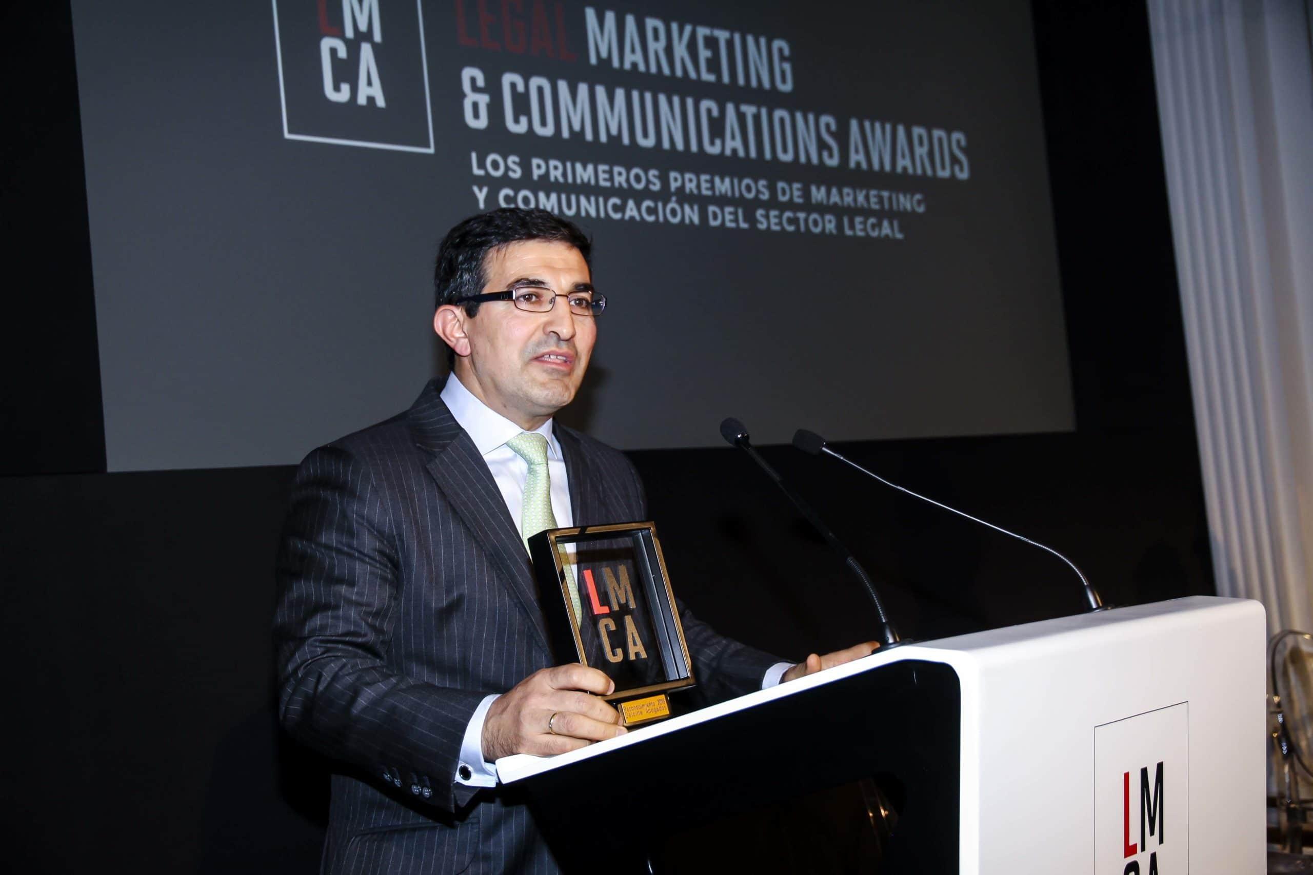 Luis Fernando Guerra, socio director de Deloitte Abogados, cuando le tocó el turno de los agradecimientos. Confilegal.