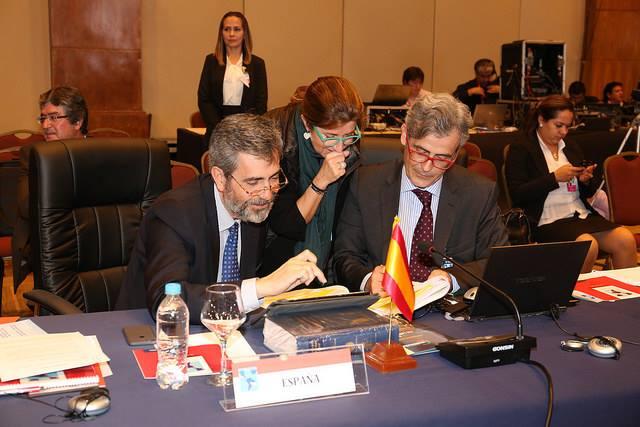 La delegación española en la XVIII Asamblea de Cumbre Judicial Iberoamericana: Carlos Lesmes, presidente del CGPJ y del Tribunal Supremo, Ana Murillo, directora del Gabinete del presidente, y Juan Martínez Moya, vocal del CGPJ. Poder Judicial de Paraguay.