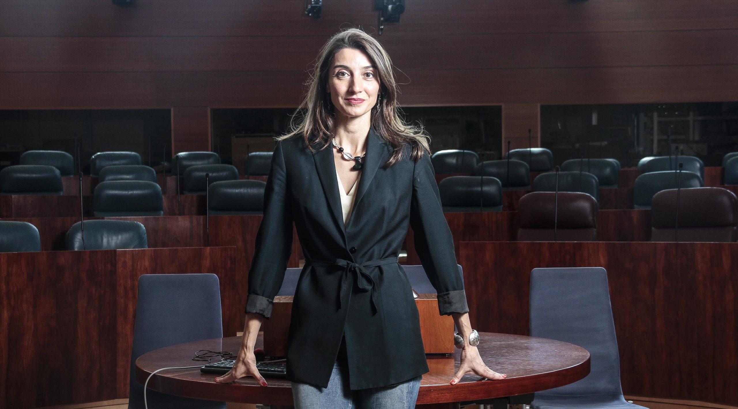 La magistrada Pilar Llop, diputada autonómica del PSOE de Madrid, es una de las grandes expertas en este campo; su destino, hasta su entrada en la política, era uno de los Juzgados de Violencia sobre la Mujer de la capital. Confilegal.