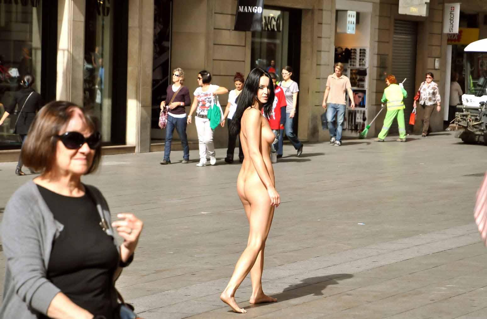 prostitutas desnudas por la calle prostitutas baratas en madrid