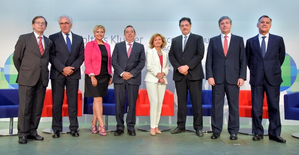 De izq. a dcha: Ricardo Gómez Barreda, Salvador del Rey, Gloria Serra, Carlos Fuentenebro, Rosalina Díaz, Jordi Albareda, Antonio Hiero y Rafael Sebastián.