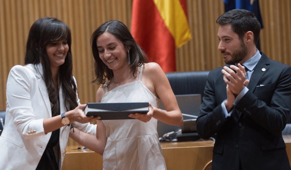 Lucía Aparicio se alza, por sorpresa, con el premio a la mejor jurista universitaria de España 2016