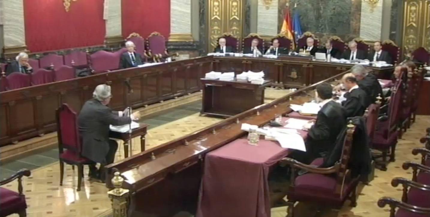 Baltasar Garzón declarando ante el tribunal en el juicio por las escuchas ilegales. Carlos Berbell.