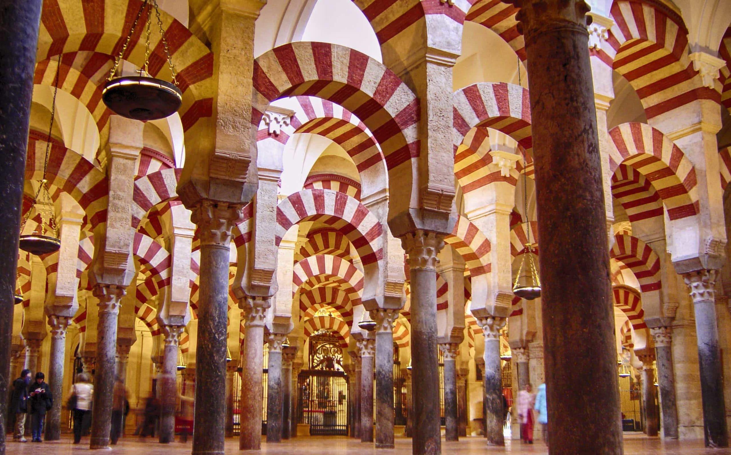 La iglesia es la due a legal de la mezquita catedral de - Mezquita de cordoba de noche ...