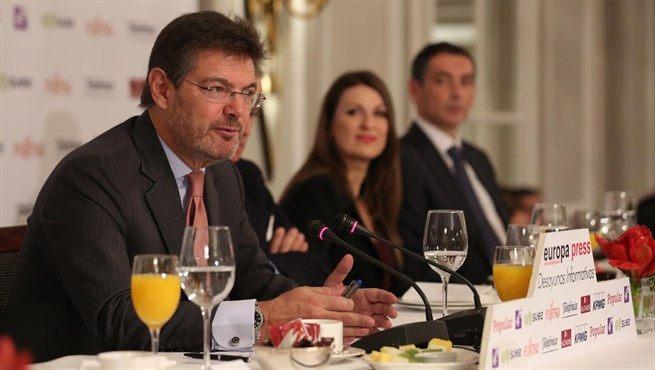 Catalá rechaza suprimir el principio de jerarquía en la Fiscalía
