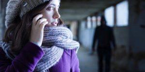 """El acoso, hostigamiento o """"stalking"""", como se denomina en inglés, se puede hacer mediante mensajes, llamadas o en persona."""
