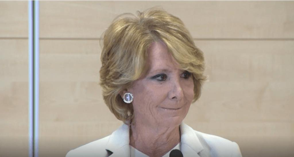 Pedro Sánchez no vulneró el derecho al honor de Aguirre al vincularla con la corrupción
