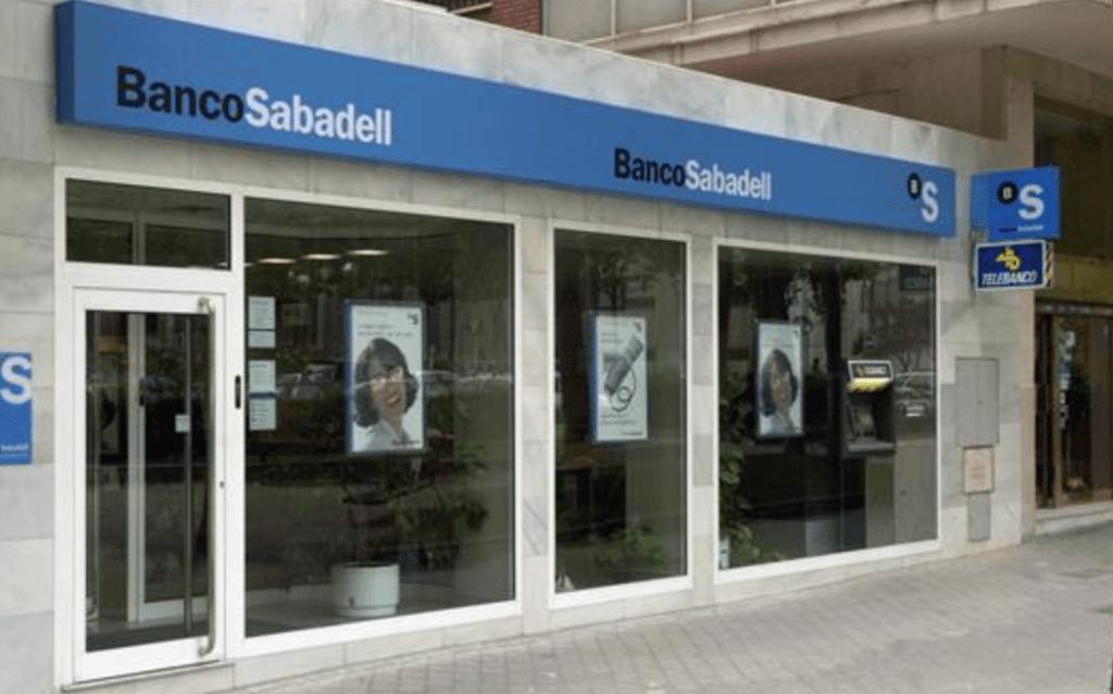 Un consumidor denuncia que el Sabadell no le abona el dinero acordado en sentencia por su cláusula suelo