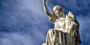 Cual es la diferencia entre jurisprudencia y doctrina