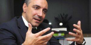 Miguel Carbonell es abogado, profesor y director general del Centro de Estudios Carbonell A.C. y autor de 64 libros; se doctoró en Derecho por la Universidad Complutense.