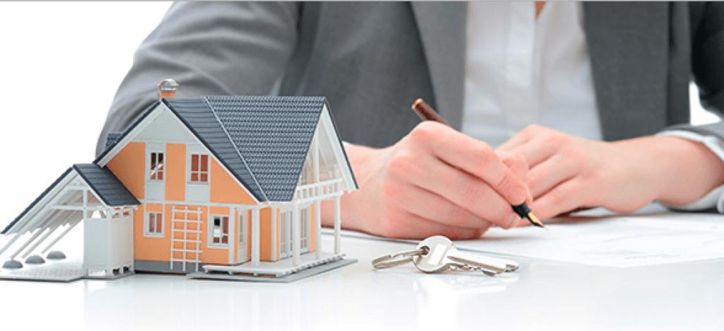 La comercialización cruzada de hipotecas y seguros de vida, otra reclamación para los consumidores