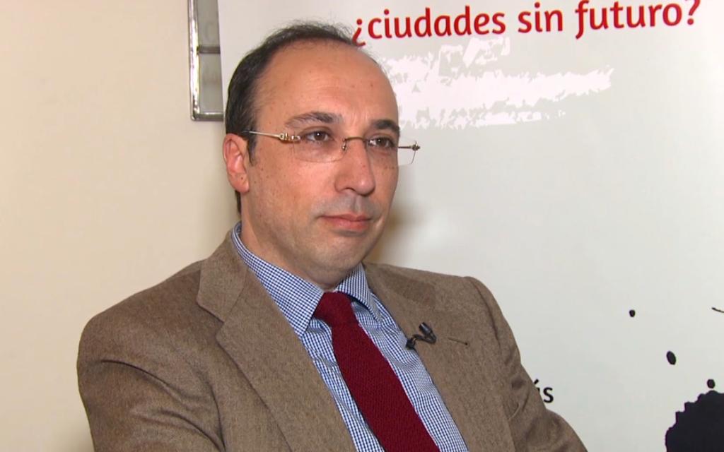 """Lorenzo Dávila: """"La remunicipalización es una especie de vuelta a la Edad Media"""""""